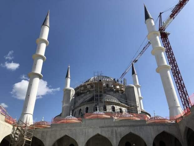 Путин поручил ускорить возведение Соборной мечети в Крыму