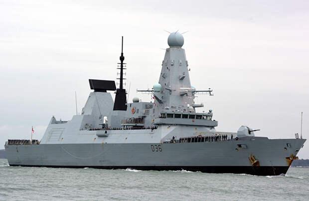 Предупредительный огонь: российские военные обстреляли британский эсминец у берегов Крыма