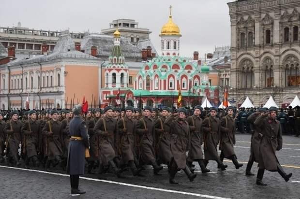 Главком сухопутных войск рассказал о продолжительности парада на Красной площади