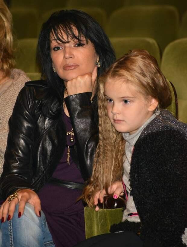 Юлия Абдулова(Мешина) с дочкой Евгенией