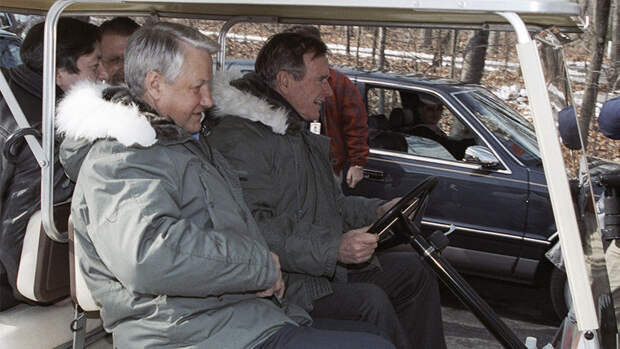 1992 год. Президент России Борис Ельцин и президент США Джордж Буш в Кэмп-Дэвиде