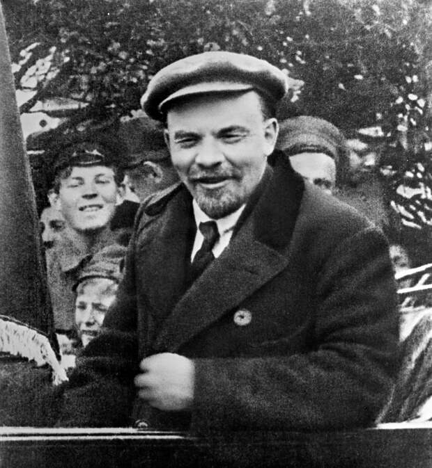 Владимир Ильич Ленин в автомобиле перед отъездом с Красной площади в День международной солидарности трудящихся. 1919 год  - РИА Новости, 1920, 14.05.2021