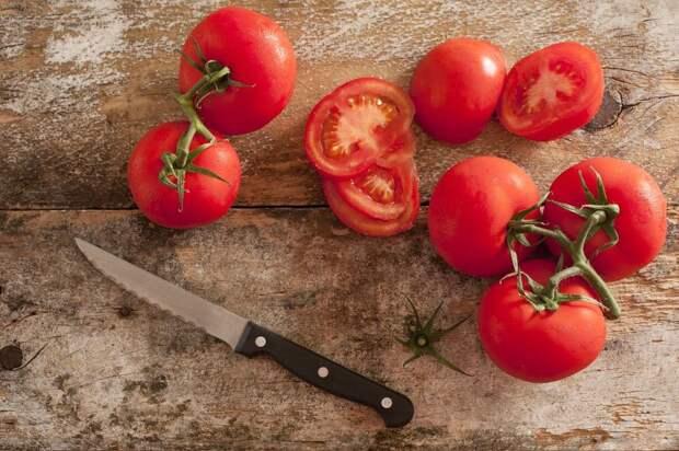 Феруловая, хлорогеновая и пара-кумаровая кислоты, которые содержатся в томатах, улучшают здоровье сердца.