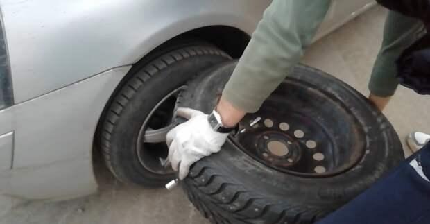 Как открутить прикипевший болт колеса, если это произошло в пути