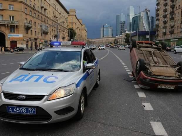 Инспекторы ДПС в Москве получают информацию о нарушителях и угонах на планшеты