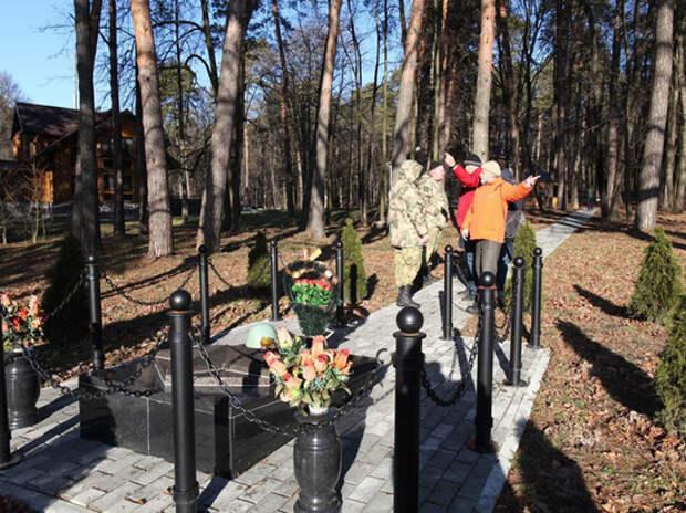 На месте братской могилы 121 солдата выросла правительственная резиденция