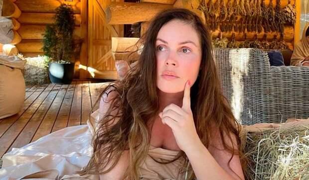 Без грима: Екатерина Андреева с зеленью под глазами удивила зрителей