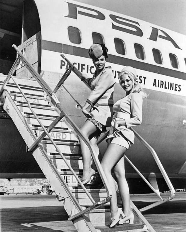 Такими были стюардессы в 1960-ых.