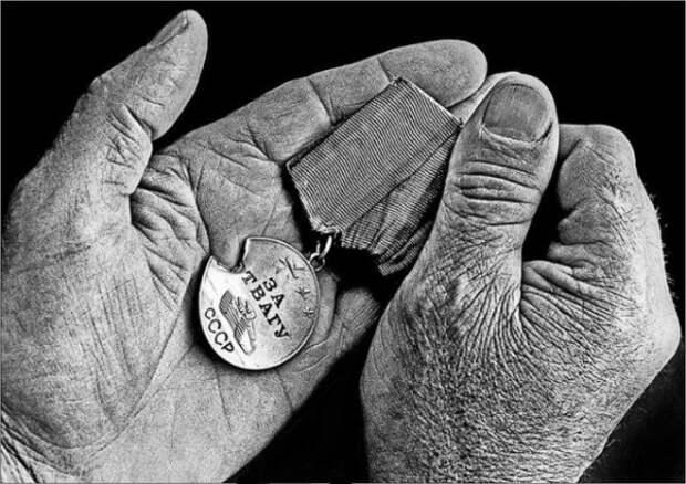 За что Гитлера наградили в СССР медалью
