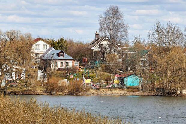Названы районы Подмосковья с самыми дешёвыми дачами