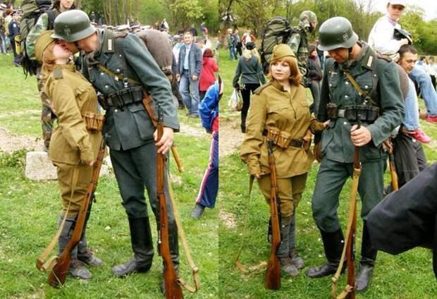 На Западе верят, что на этом фото целуются немецкий солдат и красноармейка на параде в 1939-м. А что на самом деле?