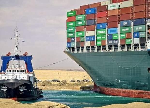 Попытка снять с мели контейнеровоз в Суэцком канале провалилась