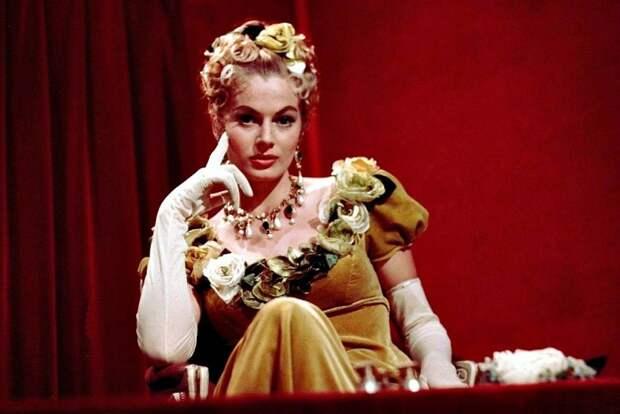 Анита Экберг в роли Элен Курагиной (Безуховой) из к/ф «Война и мир» (1956).   Фото: cs319725.userapi.com.