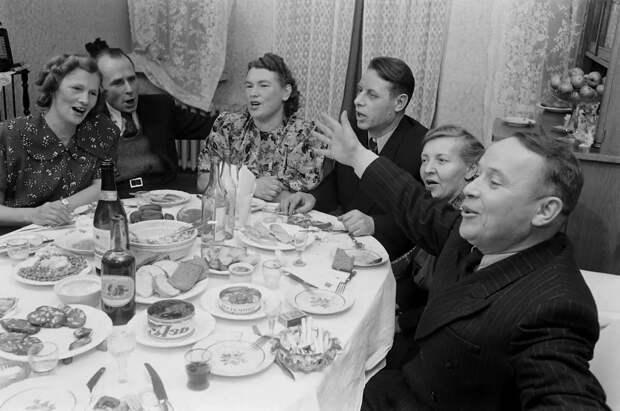 Неуважение к гостям или обнищание? Советский праздничный стол против нынешнего
