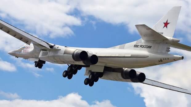 Обозревателей Sohu впечатлил полет российского бомбардировщика Ту-160