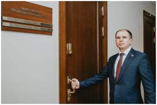 Михаил Романов рассказал о мерах поддержки многодетным семьям в Санкт-Петербурге и области