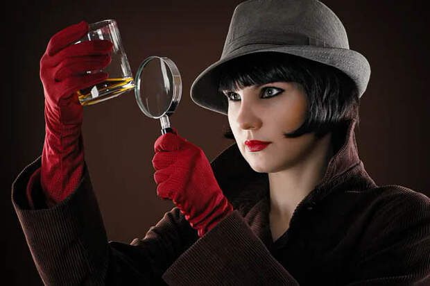 В любой женщине скрывается детектив.