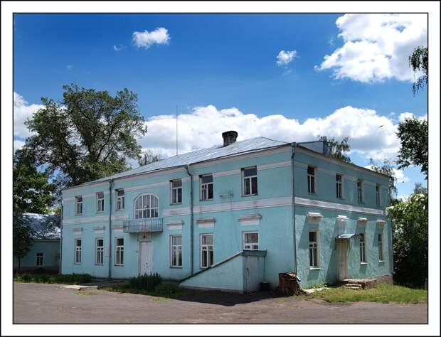 Из-за чего русский поэт Афанасий Фет в 14 лет лишился фамилии и дворянского титула