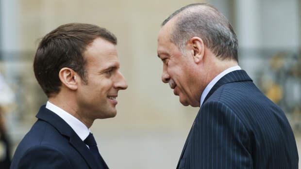 В противостояние Макрона и Эрдогана постепенно втягивается вся Европа