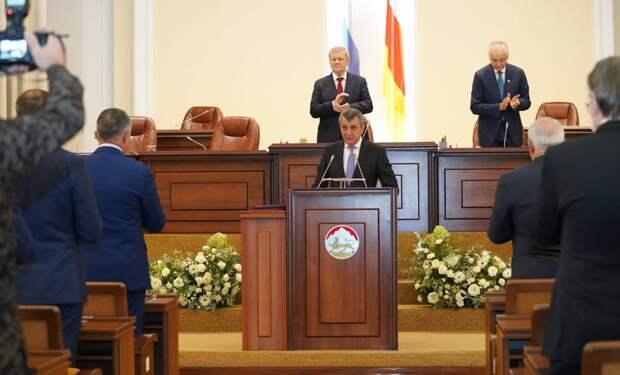 Меняйло поблагодарил Путина ипарламент Сверной Осетии заоказанное доверие
