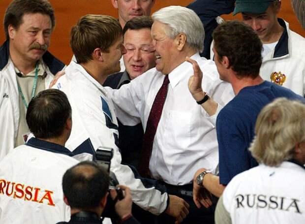 Давно пора. Фанат Ельцина и борец с «ватниками» Кафельников покидает Россию