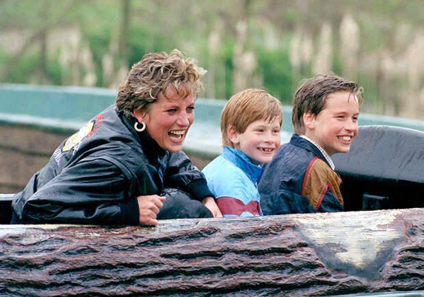 """Развод по-братски: как принцы Уильям и Гарри поделили фонд принцессы Дианы после """"мегзита"""""""