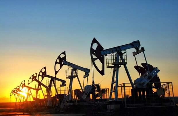 Нефтяной рынок снова оказался на грани обвала