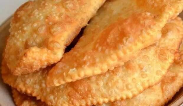 Фаст-фуд по-домашнему: пошаговый рецепт чебуреков с мясом на сковороде