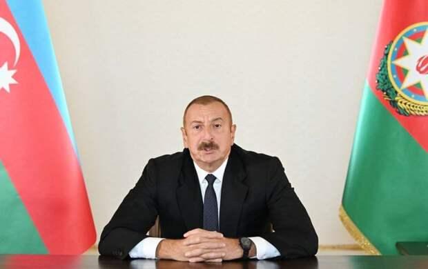 Баку вводит военное положение, Ереван хочет признать независимость Карабаха