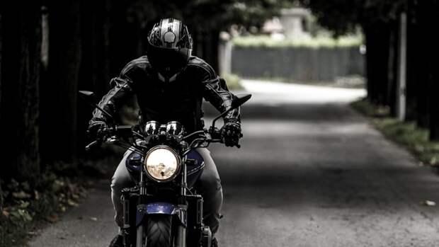 Мотоциклист погиб в лобовом столкновении с грузовиком под Лугой