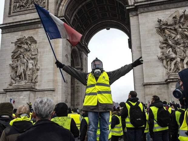 Тень Французской революции нависла над Парижем: протесты нарастают
