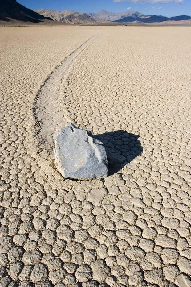 Движущиеся камни в «Долине смерти» (5 фото)
