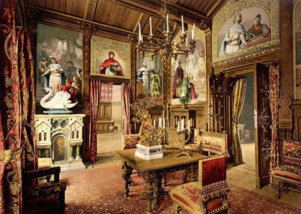 Внутри замка оперы Вагнера оживают.