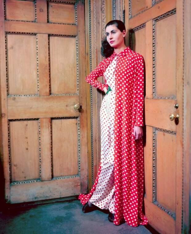 Гламурные 40-е: Колоритные снимки из истории обложек легендарного журнала Vogue (Часть 2)