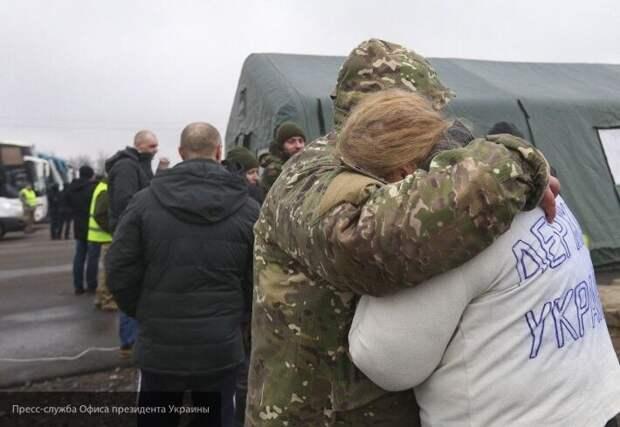 Обменянный Порошенко украинский «патриот» теперь живет у метро в Киеве и просит милостыню