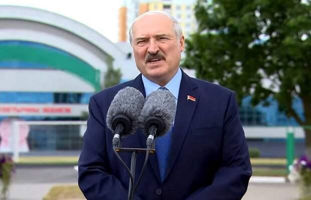 «Россияне тоже есть»: Лукашенко рассказал, откуда руководят протестами в Минске