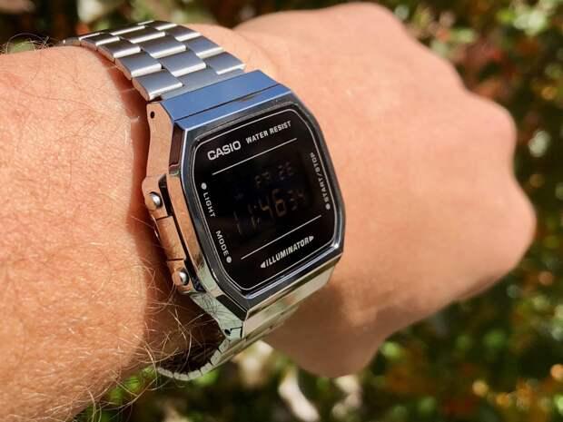 Casio анонсировала выход своих первых смарт-часов с двумя экранами