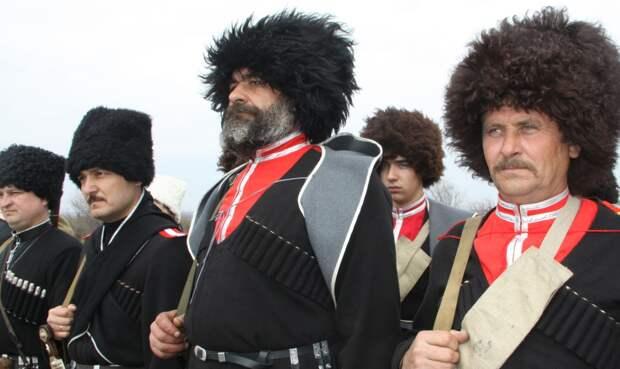 250 казаков в 1877г. под Кизыл-Арватом, выдержали атаку 3 000 туркменов-работорговцев, совершавших набеги на Кавказ.