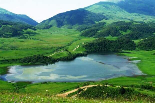 Озеро Эрцо и ещё 10 загадочных мест планеты Земля