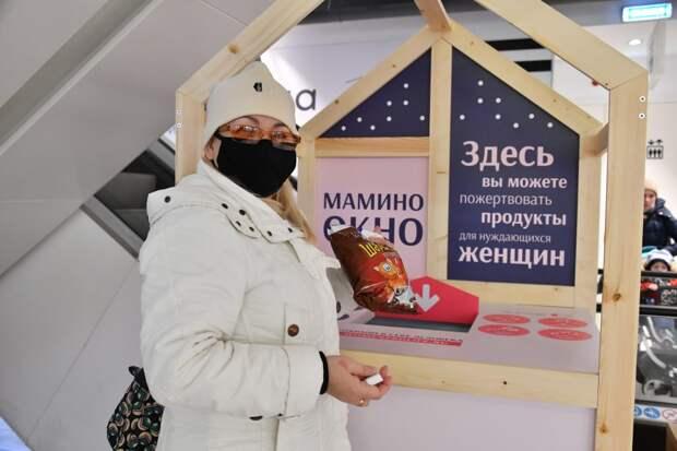Положить в бокс сюда можно продукты длительного хранения / Фото: Денис Афанасьев