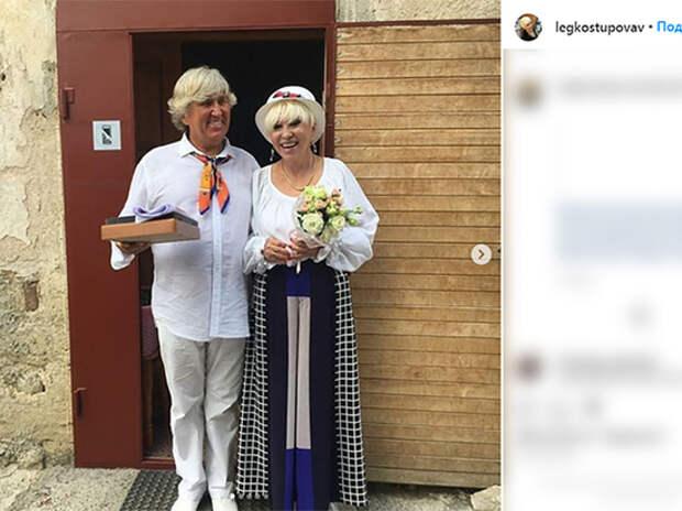 Певица попала в больницу спустя месяц после регистрации брака