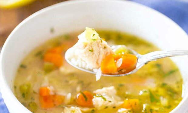 Добавляем в куриный бульон лук и лимон: заменяем надоевший вкус