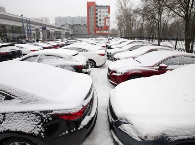 Дилеры ожидают падения продаж новых автомобилей в 2015 году более чем на 15%