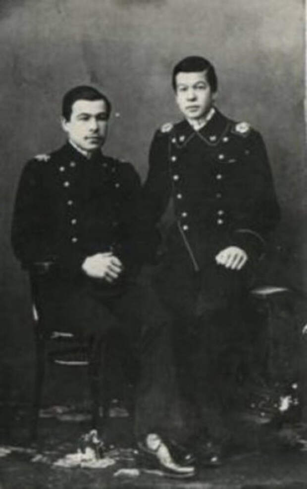 Братья Говоровы - питерские студенты, Леонид слева