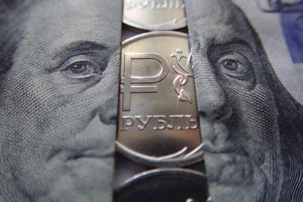 США признали курс рубля искусственно заниженным