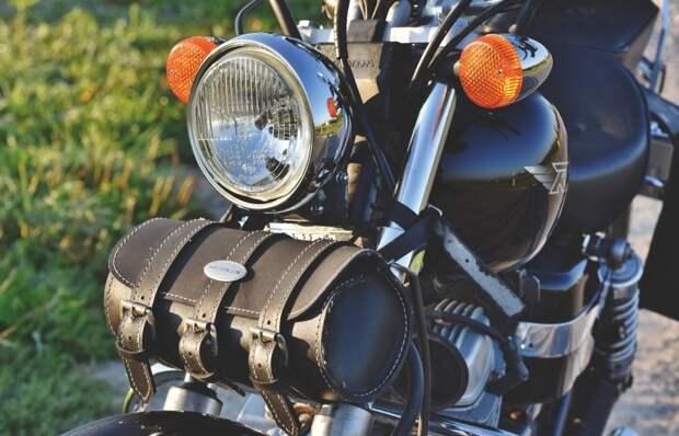 На Ленинградке произошла авария с двумя мотоциклами и такси