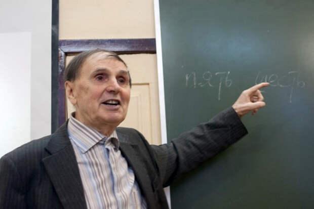 Из русского ударения  академик Андрей Анатольевич Зализняк