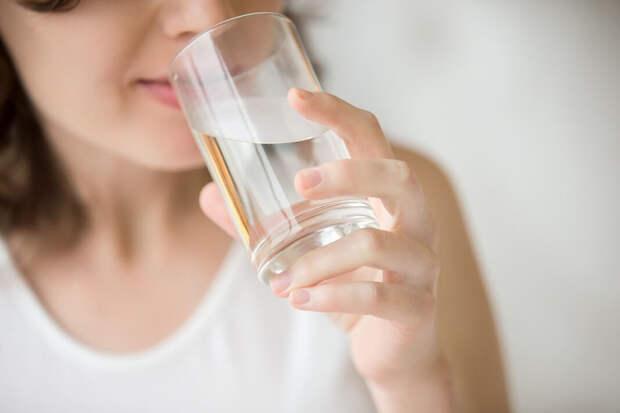 Почему полезно пить воду на пустой желудок?