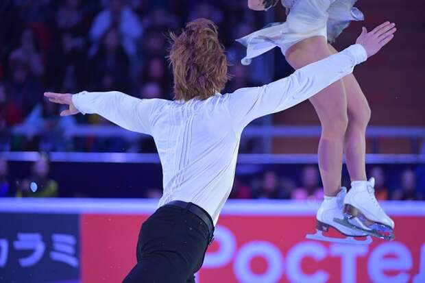 На чемпионате Европы весь пьедестал заняли российские пары, того же ждут от одиночниц
