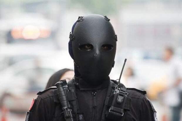 Видео: насколько прочна пуленепробиваемая маска насамом деле
